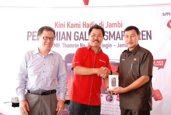 Tingkatkan Penetrasi Layanan Data, Smartfren hadir di Jambi