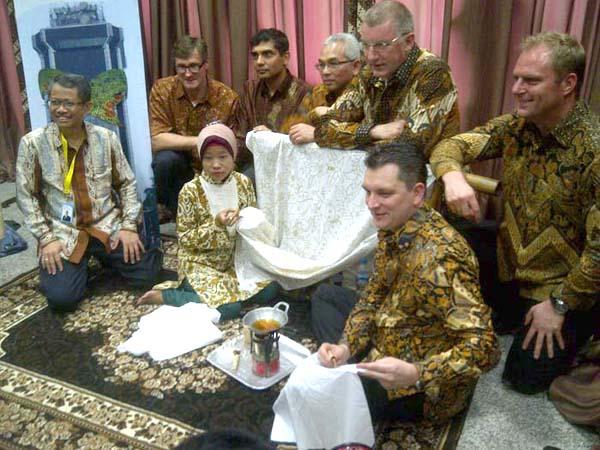 Dukungan Indosat di Hari Batik Nasional
