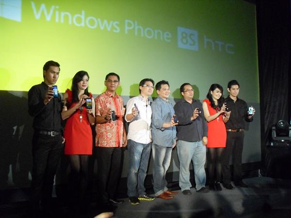 Dua henpon premium diluncurkan oleh HTC