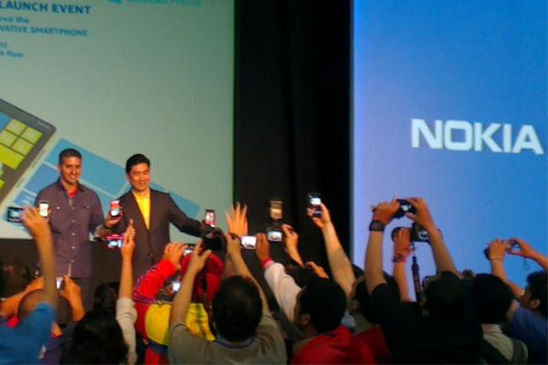 Windows Phone 8 dari nokia, Lumia 920 & Lumia 820