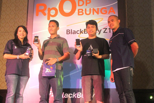 XL Bagikan 1000 Pesanan BlackBerry Z10