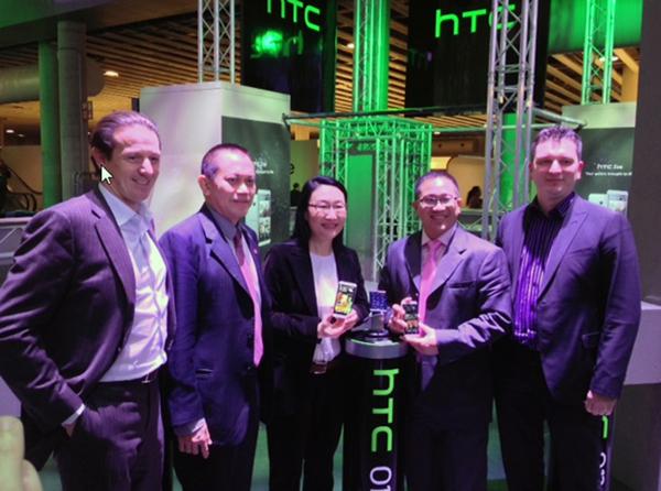 Indosat bekerjasama dengan HTC hadirkan BlinkFeed™