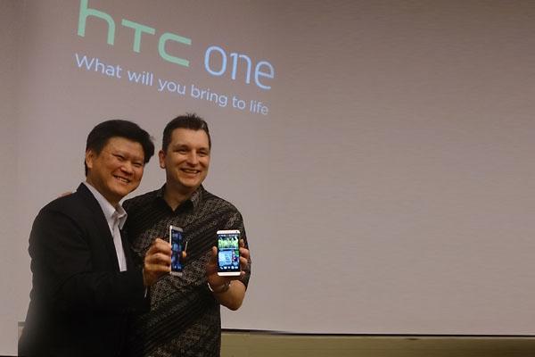 HTC ONE SMARTPHONE DENGAN PERSPEKTIF BARU