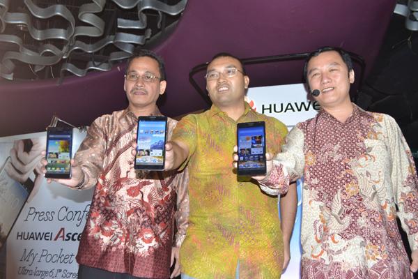 Huawei Ascend Mate, Layar lebar hemat baterai