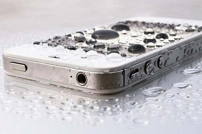 Apa yang harus dilakukan  jika henpon Terendam Air