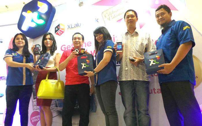 Kado Valentine XL untuk Pelanggan, Bandling BlackBerry 10