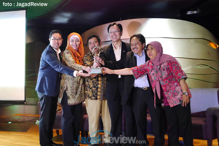 Program CSR Pendidikan Smartfren Raih Indonesia MDG Awards 2013