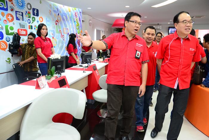 Kantor Pelayanan Telkomsel di Makassar melayanani 12 jam setiap hari