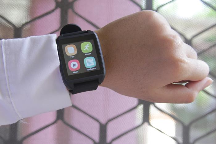 SpeedUp Smartwatch, Memonitor  aktivitas Smartphone  lewat Jam tangan