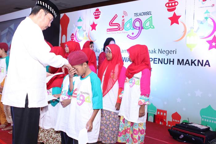 Photo of Telkomsel Berbuka Bersama 19.000 Anak Yatim Piatu