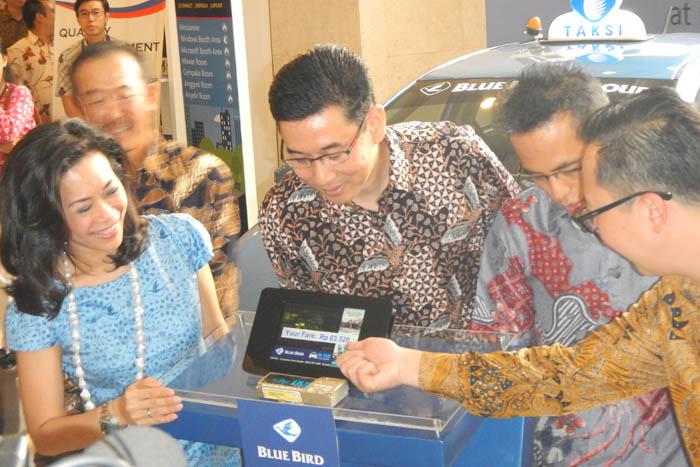 Didukung Microsoft Windows, Blue Bird Hadirkan Interactive Taxi Entertainment