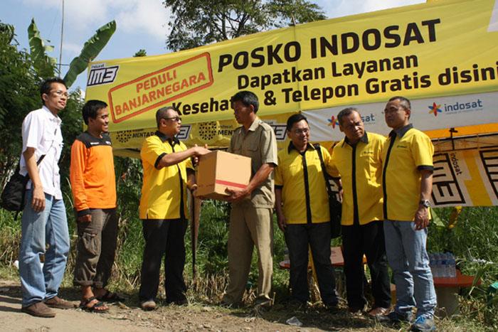 Indosat Salurkan Bantuan untuk Korban Tanah Longsor di Banjarnegara