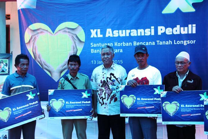 XL Serahkan Donasi  93 Ahli Waris Korban Longsor Banjarnegara dan ACT