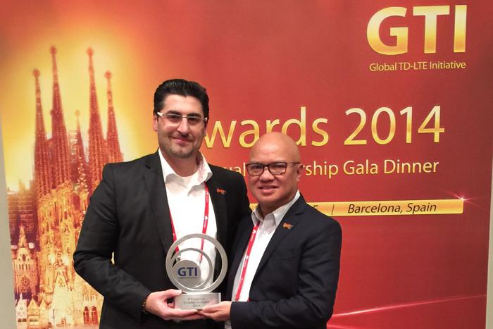 BOLT! Menerima GTI AWARD menembus angka satu juta pelanggan 4G di Indonesia