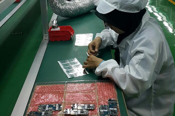 Erajaya Lakukan Produksi Handphone di Pabrik Pulogadung Jakarta