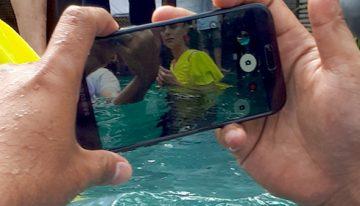 Samsung Galaxy A5 2017 Sensasi Premium bisa motret dalam air