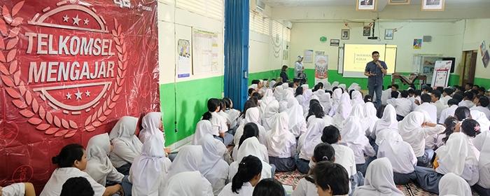 Photo of Telkomsel Persiapkan Pelajar SMK Hadapi Dunia Kerja di Era Digital