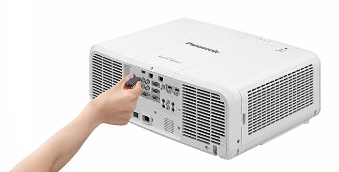 Panasonic PTMZ670_withUSB ok