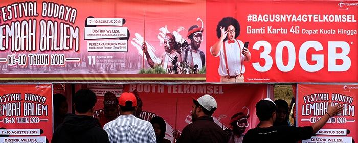 Photo of Dukung Program Indonesia Merdeka Sinyal, Telkomsel Operasikan 14.990 BTS di Wilayah 3T dan Perbatasan Negara